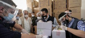 The first delivery of COVID-19 vaccines supplied through the COVAX Facility is unpacked in Syria.